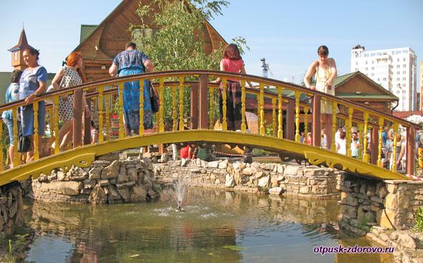 Выгнутый мост в татарской деревне Туган Авылым, Казань