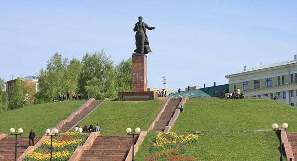 Памятник Вахитову на площади Тукая, Казань