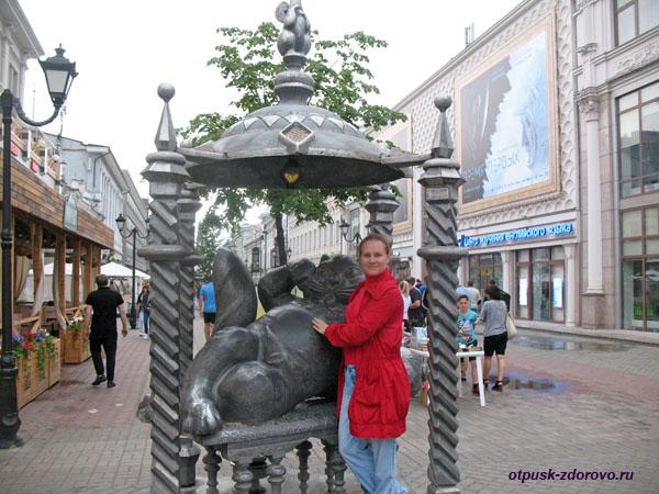 Фото возле памятника Коту Казанскому, Казань