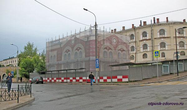 Пересечение улиц Профсоюзной и Чернышевского, Казань