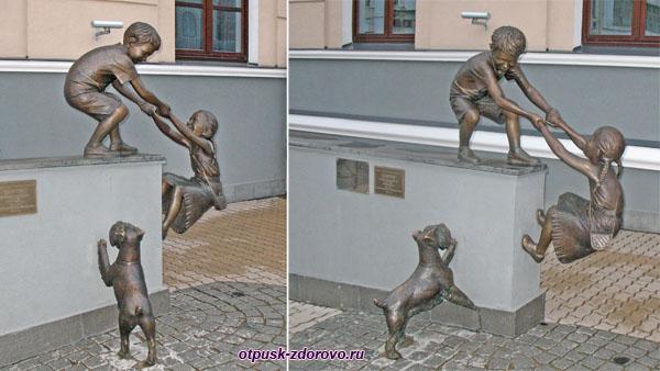 Скульптура Доверие возле улицы Баумана, Казань