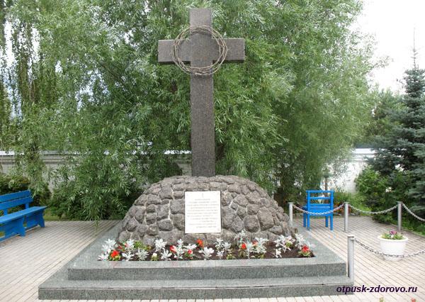 Поклонный крест, Успенский Зилантов женский монастырь в Казани