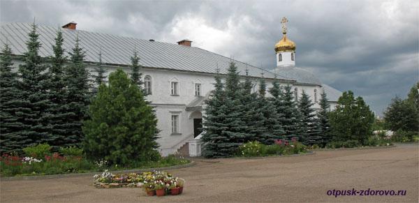 Храм святых мучеников Адриана и Наталии, Зилантовский монастырь, Казань