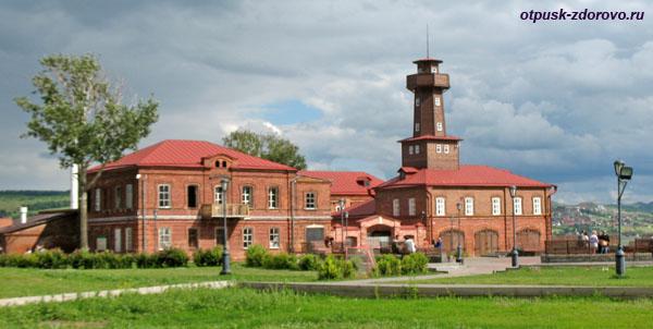 Здание городской администрации Свияжска и Пожарная каланча