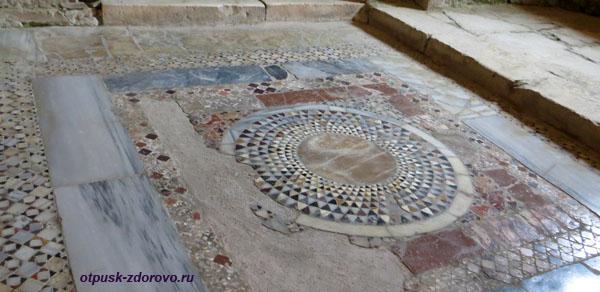 Напольные мозаики в церкви святого Николая Чудотворца в Демре, Турция