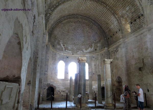Главный придел церкви святого Николая Чудотворца в Демре, Турция
