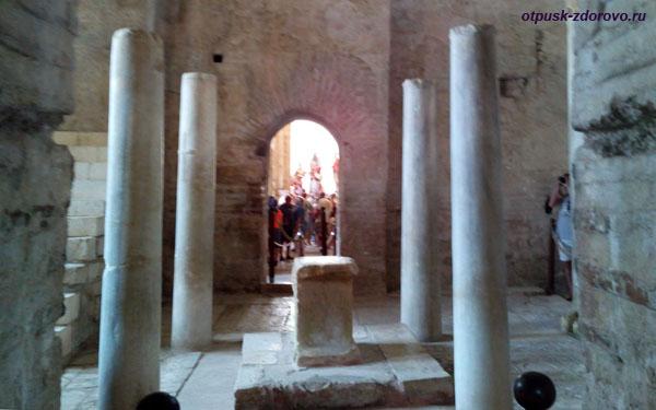 Алтарь церкви святого Николая Чудотворца в Демре, Турция