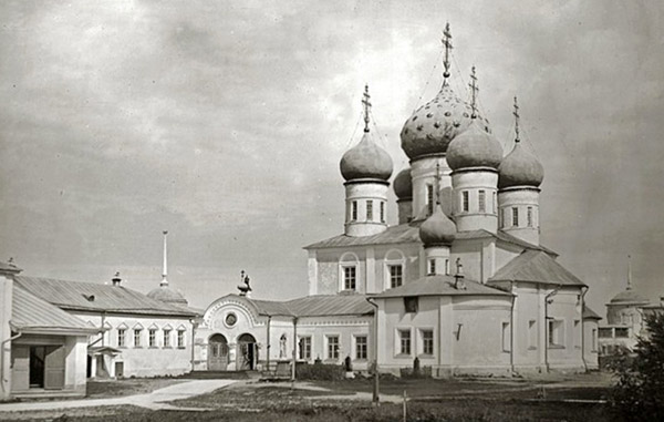 Затопленный Троицкий собор Макарьевского монастыря, Калязин, Тверская область
