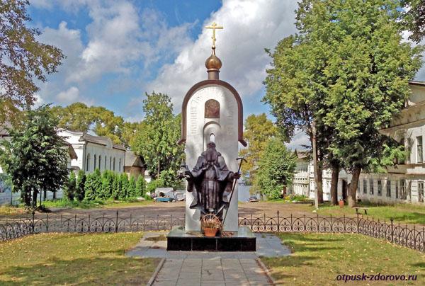 Памятник Макарию Калязинскому, достопримечательности, Калязин, Тверская область