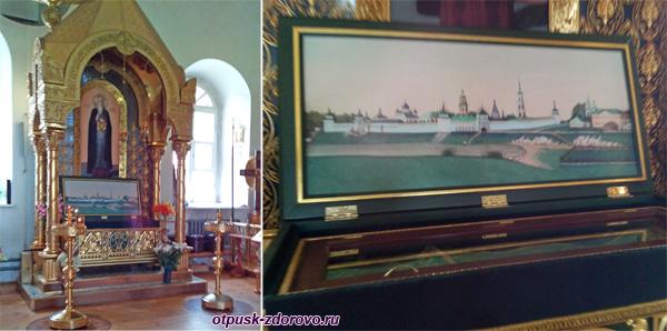 Внутри Вознесенской церкви мощи Макария Калязинского, Калязин, Тверская область