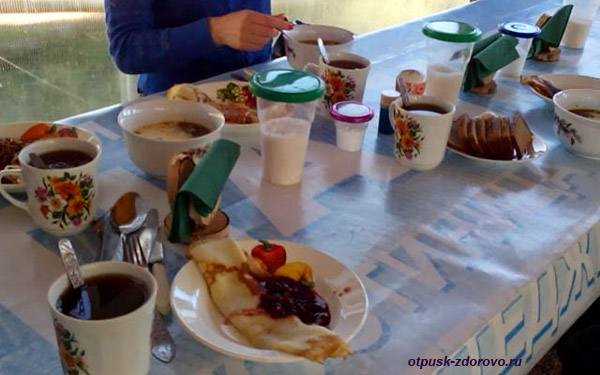 Обед на Ольгином Хуторе в Вороново, Тверская область, между Селигером и истоком Волги