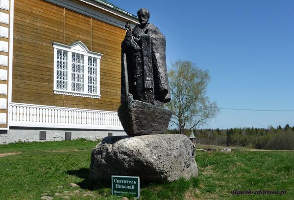 Ольгин монастырь в Волговерховье Тверской области, памятник Святителю Николаю