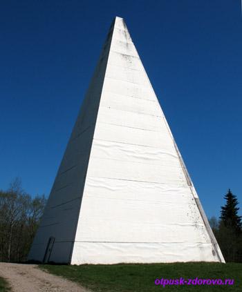 Пирамида Александра Голода на Селигере (Хитино, Осташков, Тверская область)