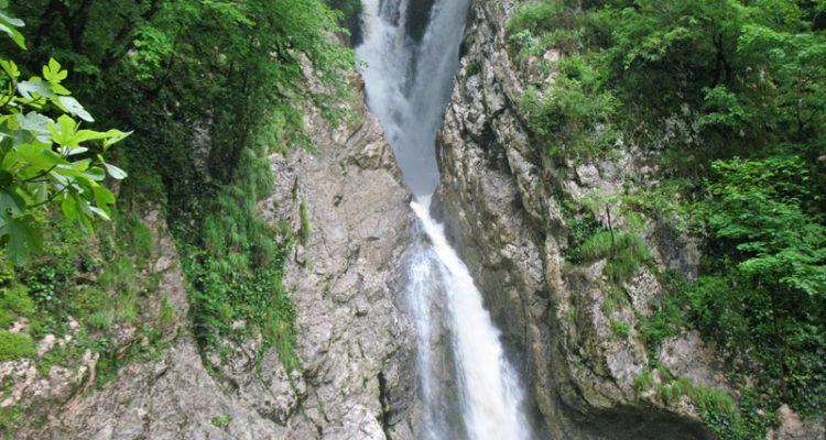 Агурские водопады и гора Ахун