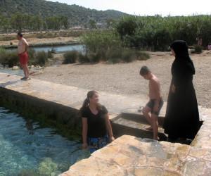 Минеральный источник в Турции или ледяной бассейн в Демре