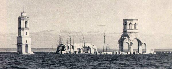 Останки Леушинского монастыря после затопления Рыбинским водохранилищем