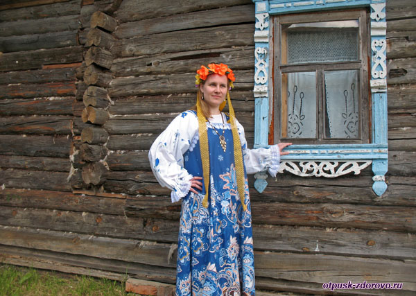 В русском сарафане, Музей деревянного зодчества, Мышкин