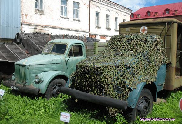 Полуторка и машина скорой помощи, Музей ретро-техники Мышкинский Самоходъ, Мышкин