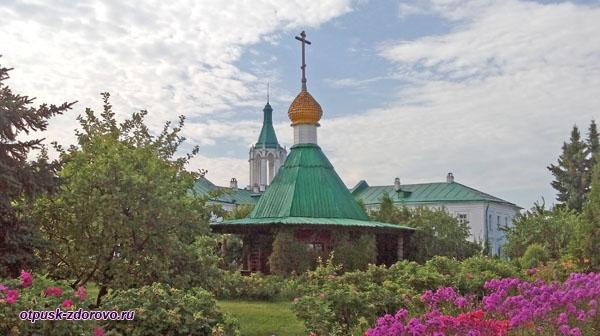 Часовня над источником в Спасо-Яковлевском монастыре