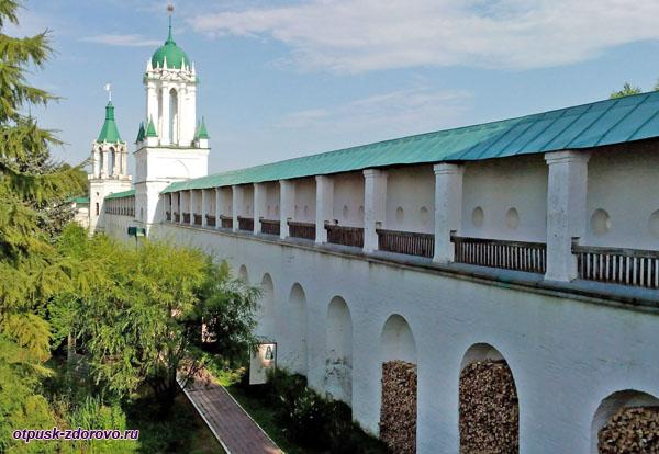 Крепостные стены Спасо-Яковлевского монастыря, Ростов Великий