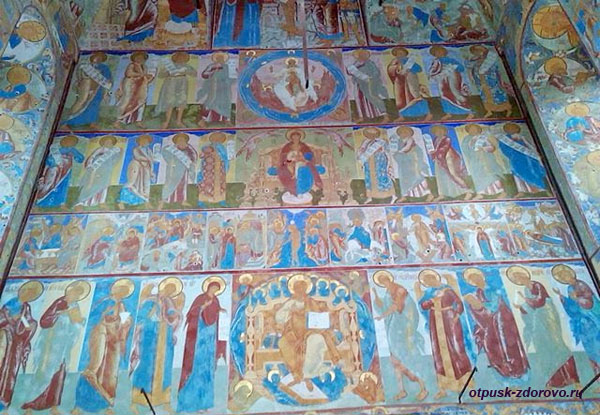 Иконостас Воскресенской церкви Ростовского Кремля
