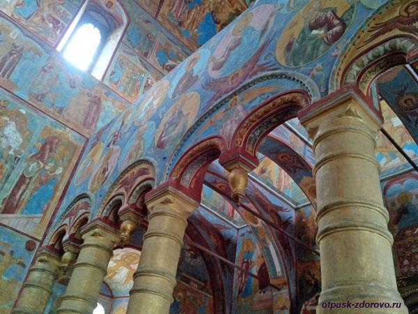 Внутри Спасской церкви, Ростовский Кремль