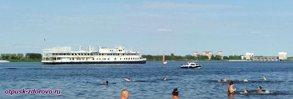 Корабли на Волге в районе Рыбинска