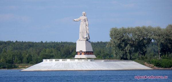Памятник-Скульптура Мать-Волга на Рыбинском водохранилище