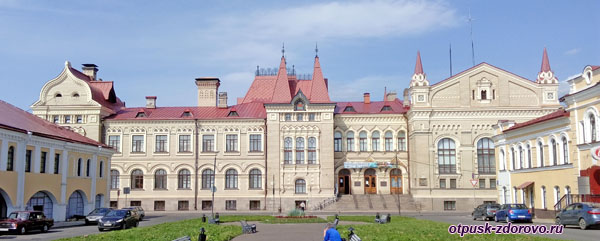 Новая хлебная биржа и историко-архитектурный музей Рыбинска