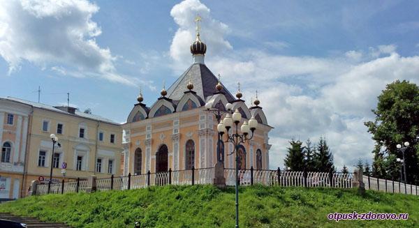 Никольская часовня на набережной Рыбинска