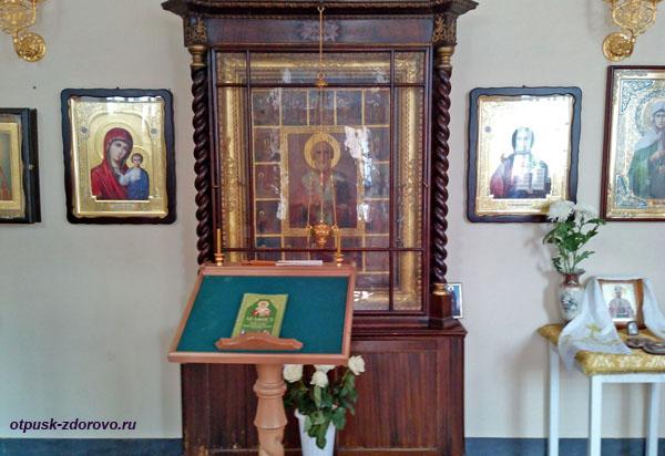 Икона Николая Угодника в Никольской часовне на набережной Рыбинска