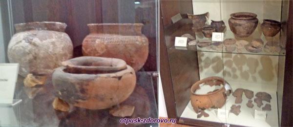 Глиняные изделия и сосуды в археологическом музее Рыбинска