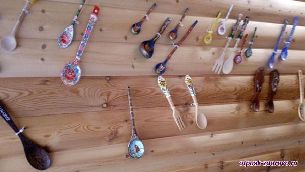 Разнообразные деревянные ложки, Музей баклуши, Семибратово