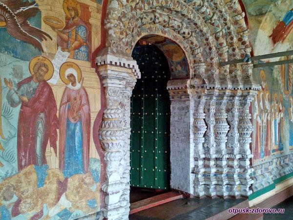 Росписи и врата в Воскресенский собор Тутаева