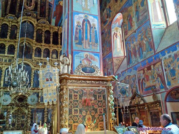Росписи внутри Воскресенского Тутаевского собора