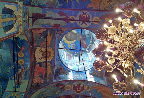 Икона Спасителя под куполом, Воскресенский собор, Тутаев