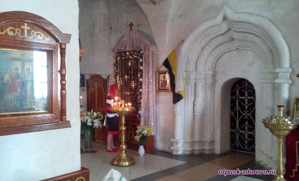 Угличская Чудотворная икона Вратарница или Неугасимая Свеча