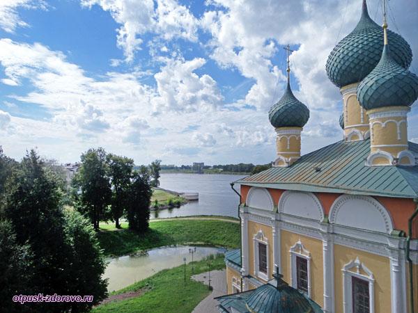 Вид на Углич с колокольни Спасо-Преображенского собора, Угличский Кремль