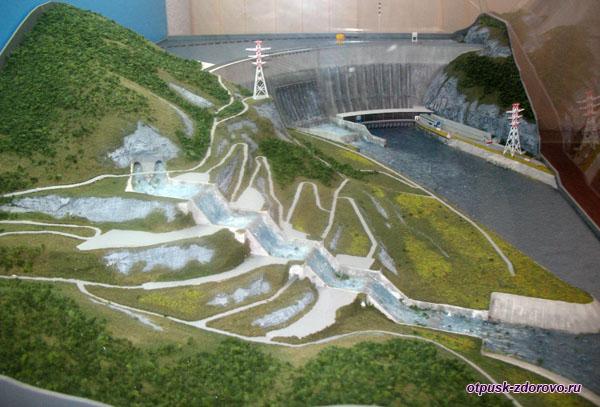 Саяно-Шушенская ГЭС, макет в музее гидроэнергетики, Углич