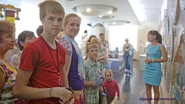 На экскурсии в музее гидроэнергетики, Углич