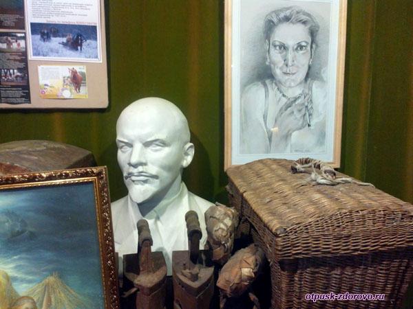 Бюст Ленина - призрак коммунизма, в Музее мифов и суеверий русского народа, Углич