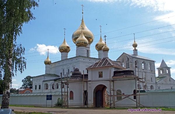 Воскресенский монастырь , Углич, центральный вход