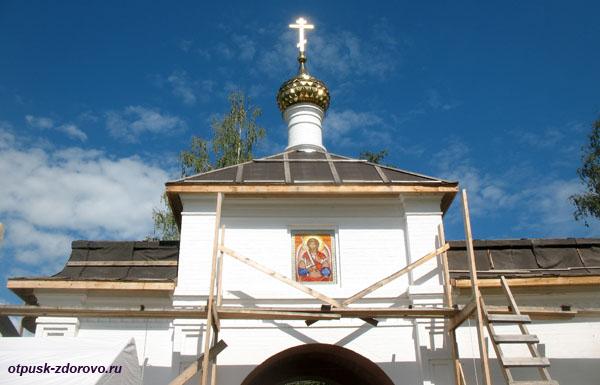 Входные ворота в Воскресенский монастырь, Углич