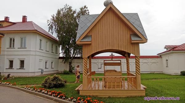 Сергиев колодец, Варницы, Троице-Сергиев Варницкий монастырь
