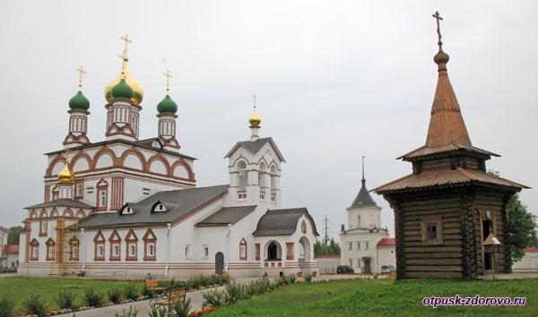 Территория Троице-Сергиева Варницкого монастыря