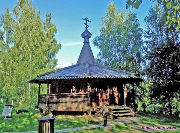 Часовня из деревни Большое Токарево в музее под открытым небом в Костроме