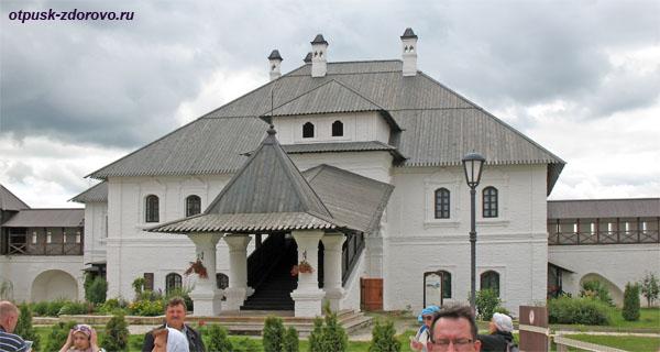 Настоятельский корпус, Богородице-Успенский мужской монастырь в Свияжске