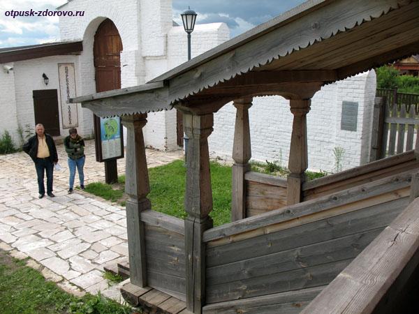 Деревянное крыльцо в Троицкую церковь Свияжска