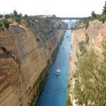 Коринфский канал — главная достопримечательность Коринфского перешейка