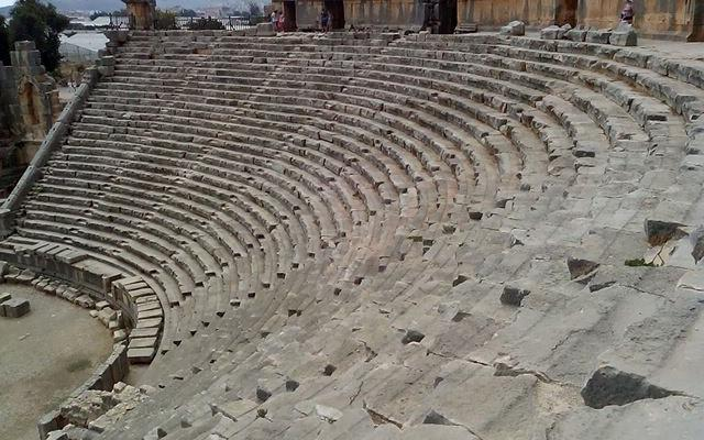 Амфитеатр в Турции или древний Колизей в Демре